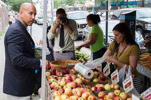 Hostos opens College's first large farmer's market with GrowNYC